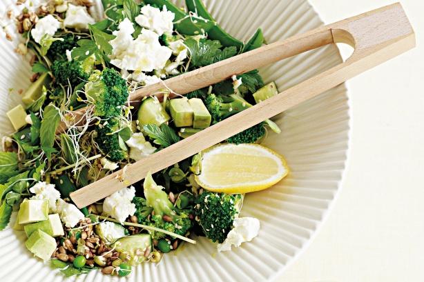 Green-Easter-salad-spring-wild-forage-foods